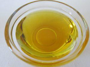Grundlage für selbstgemachte Seife sind gute Pflanzenöle.